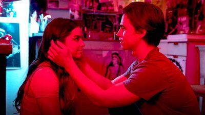 'Él es así': Addison Rae y Tanner Buchanan revelan que practicaron sus escenas de besos en privado
