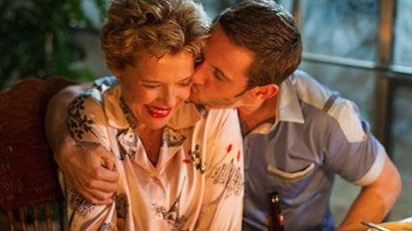 'Las estrellas de cine nunca mueren': Para el amor no hay edades ni fama que lo impida