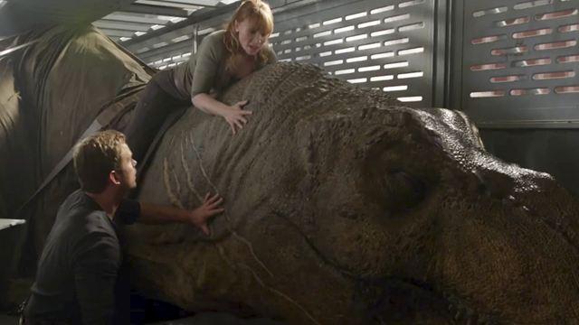 'Jurassic World': Bryce Dallas Howard comparte inédita foto detrás de cámara con un T-Rex