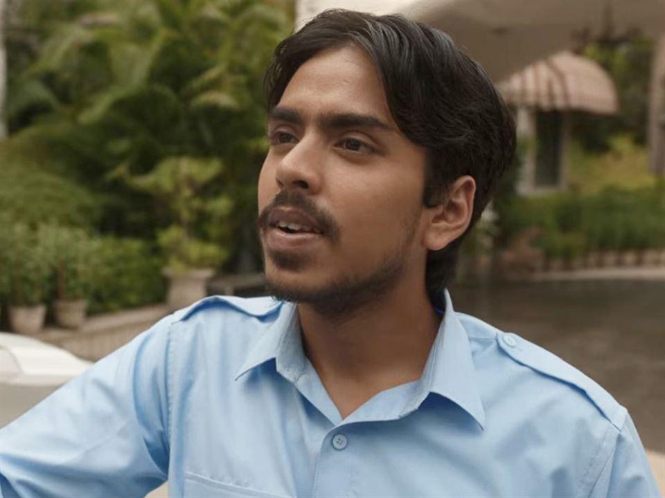 Adarsh Gourav es Balram en 'Tigre blanco'