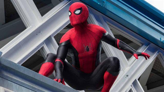 Spider-Man Lejos de casa presenta un tráiler como Mono Nocturno